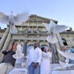 Cape Town sets doves free for Mandela