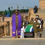 Mandela returns to his inauguration site