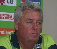 Ex-SA coach Woolmer dead at 58