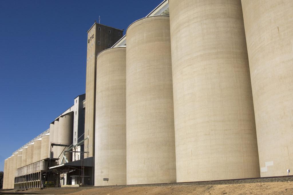 Balfour, Mpumalanga province: Grain silos