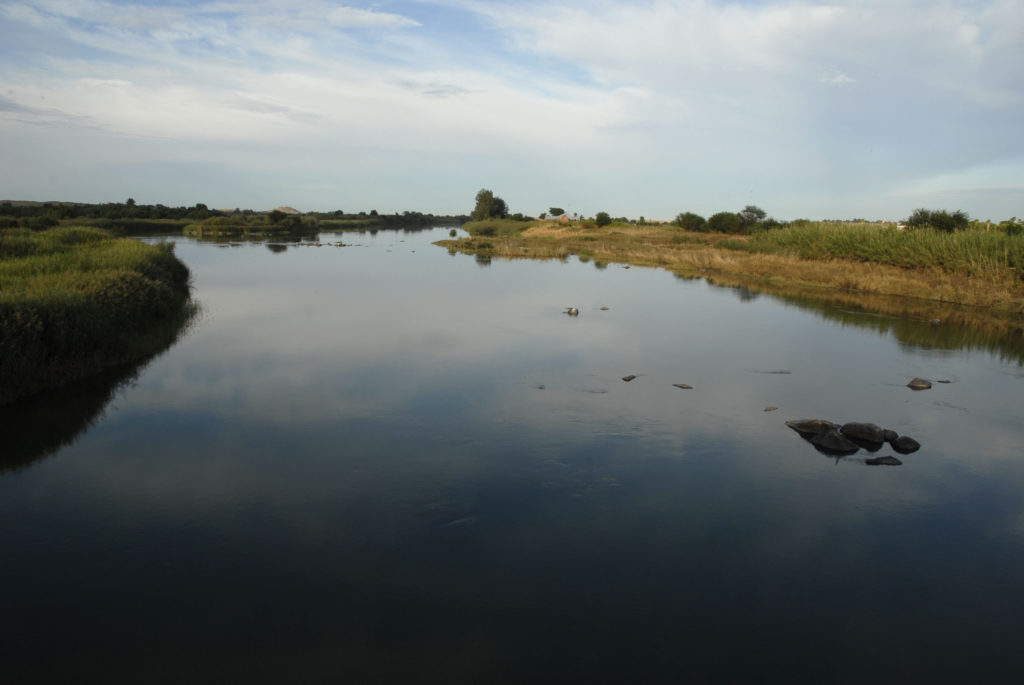 Northern Cape province: The Orange River as it passes through Upington