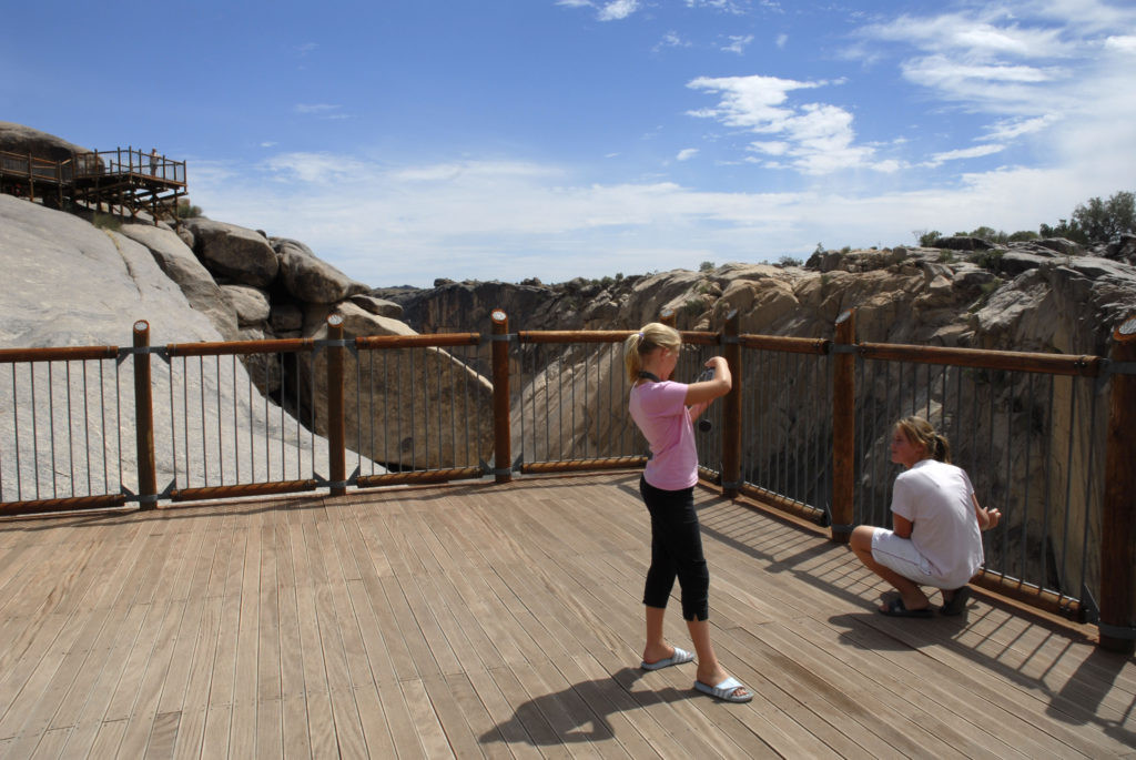 Northern Cape province: Tourists at the Augrabies Falls