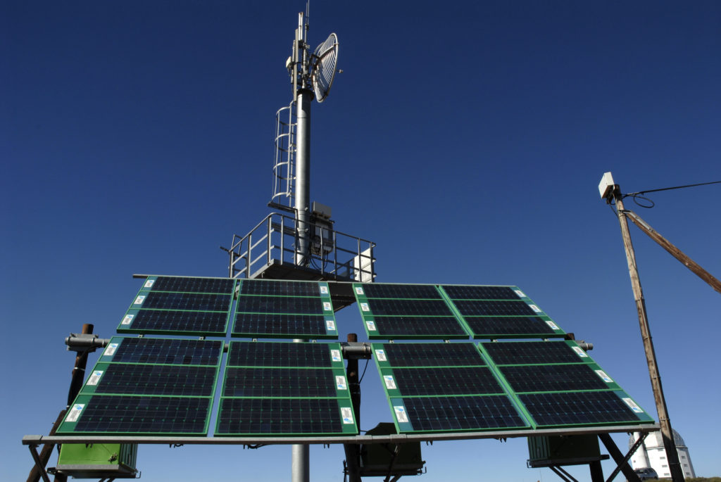 Sutherland, Northern Cape province: Solar-powered cellphone mast
