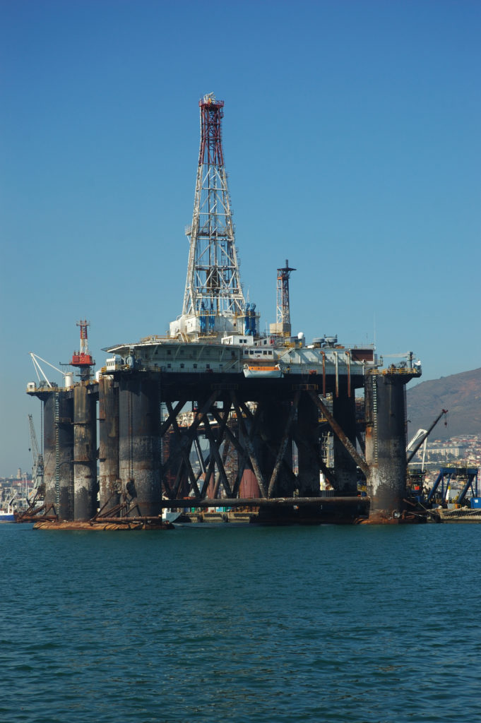 Cape Town, Western Cape province: Oil rigs and drilling ships in the the harbour