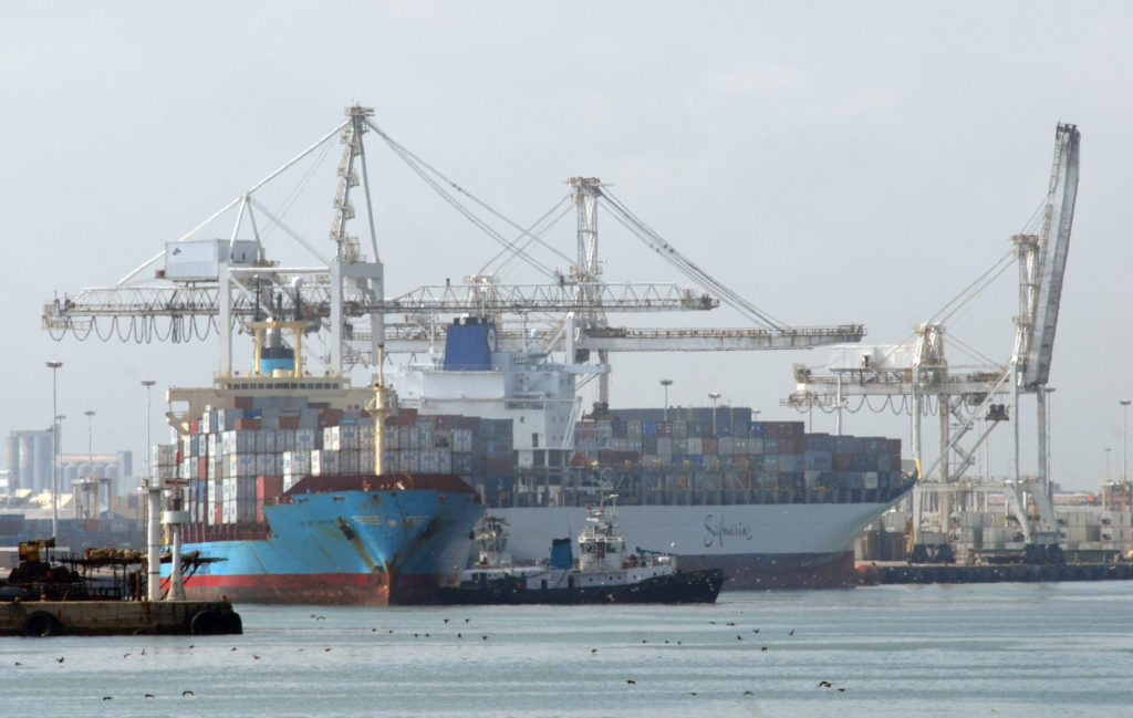 Cape Town, Western Cape province: Container ships in the harbour