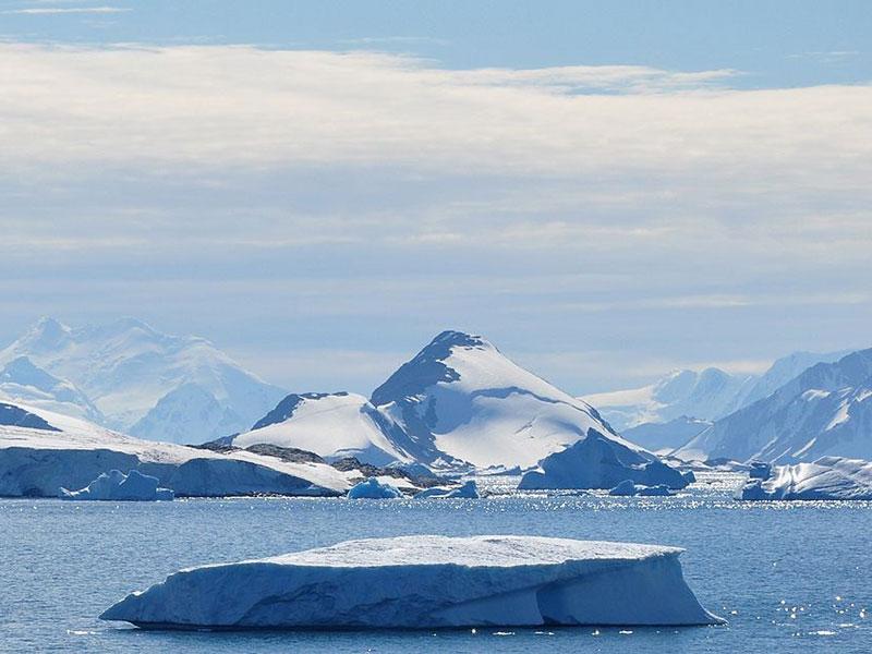 Opportunities in Antarctica can improve South Africa's ocean economy. (Image: Vincent van Zeijst, Wikimedia Commons)