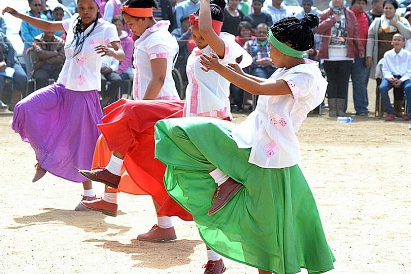 RooiRots Riel Dancers