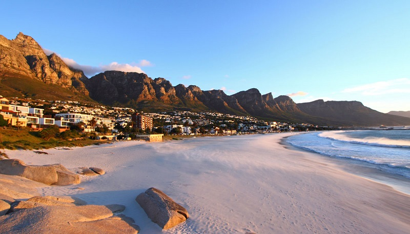 Camps Bay: As one of South Africa's most famous beaches, Camp's Bay attracts tourists and locals alike with pristine white sand beaches, favourable summer weather and one-in-a-million views of the majestic Table Mountain. (Image :Wikipedia)