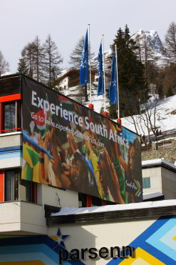 Against a backdrop of snowy Swiss slopes, a billboard in Davos invites delegates at the 2010 event to experience South Africa. (Image: World Economic Forum)