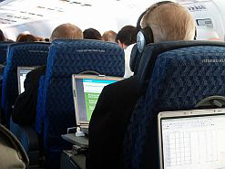 South Africans flying between Cape Town and Johannesburg will be able to access wireless internet from April 2011.