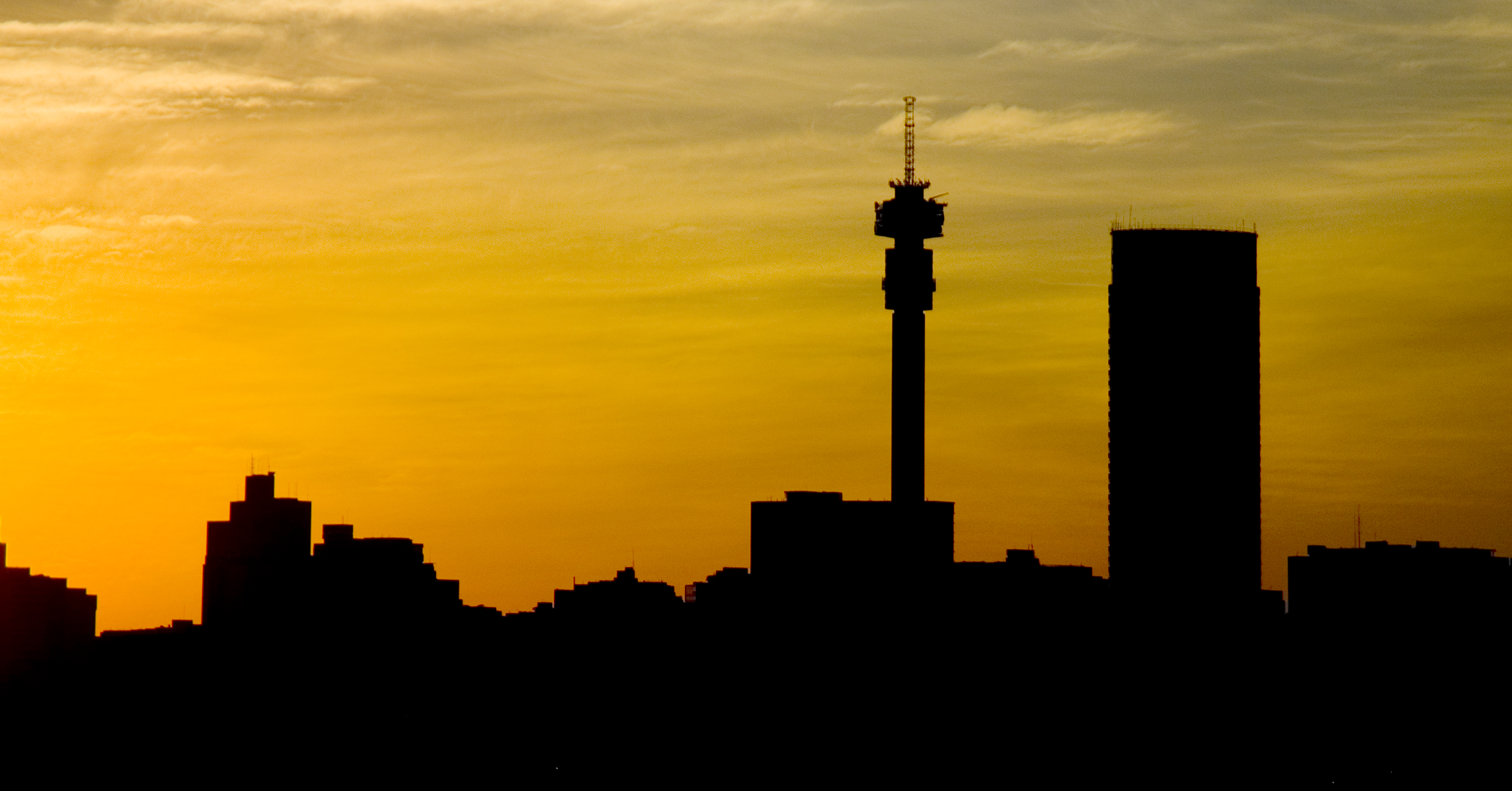 Photo library cities 2 brand south africa johannesburg gauteng province a view of the city centre skyline at sunset from the rooftop of the oribi hotel in troyeville thecheapjerseys Images