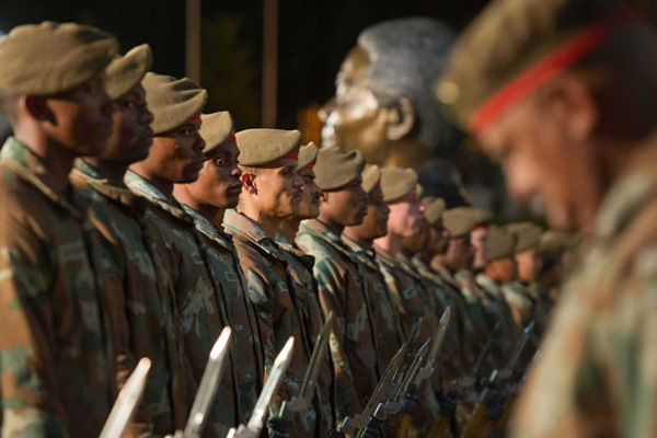 04-Members-of-the-South-African-National-Defence-Force-prepare2