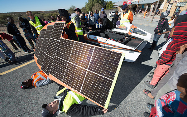 UJ_solar_car_putting_bodies_on_the_line_article