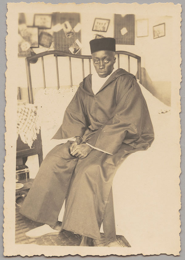 Seated-Man-1930s-1940s-by-an-unknown-photographer-from-Senegal