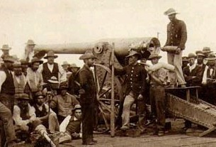 A 'Long Tom' cannon in position outside Mafikeng